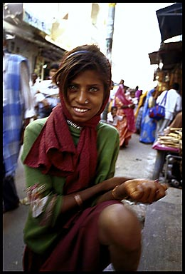 pushkar girl blur   23954 bytes