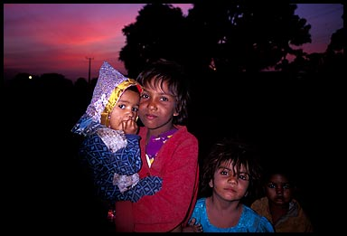 pushkar kids at sunset   17740 bytes